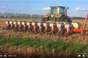 """Посев гибрида кукурузы """"Родник-180"""" по нулевой технологии на поле №19"""
